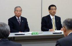 新年度を迎える心構えを話す佐伯社長(右)。左は千葉会長