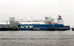 約6万トンのLNGを積んで大分市のLNG基地に到着した輸送船