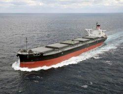 沖縄電力が運用を始めた2代目「津梁丸」
