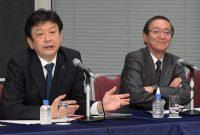 会見を行う東電HDの小早川社長(左)とNTTの鵜浦社長(18日、東京・大手町)