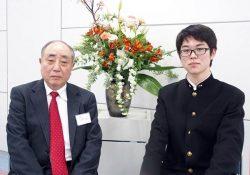 長年講師を務めた池田さん(左)と54期生の磯田さん。ともに東電協スクールの閉校を惜しむ