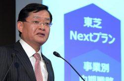 今後5年間の会社変革計画「東芝ネクストプラン」策定開始を発表する車谷社長(15日、東京・芝浦)