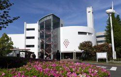 「東京ストロベリーパーク」の外観。建物にはスイーツショップやレストラン、キッチンスタジオが入る
