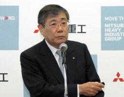 会見で新中期経営計画の内容を説明する宮永社長