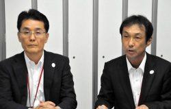 料金プランなどを説明するCDエナジーダイレクトの小津社長(左。11日、東京・大手町)