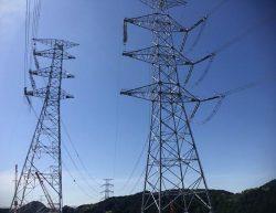 工期短縮を図り過去に例のない50万V基幹系統での新旧鉄塔間の移線作業も行った