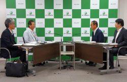 会談する黒川氏(左から2人目)と更田委員長(右から2人目)