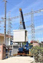 水が引いた沼田西変電所。復旧に向けた作業が進められている