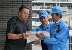 発電所の審査状況などについて所員から説明を受ける住民