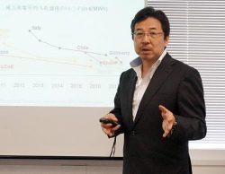 エネルギー事業戦略を説明する藤田社長