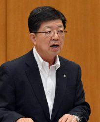 2018年度第1四半期決算の内容を説明する原田社長(25日、仙台市)