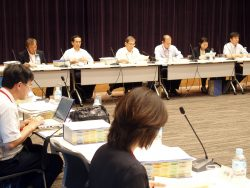 報告書案について議論した原賠制度専門部会(6日、東京・永田町)