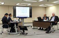 公開の場では初となる意見交換(左から規制委の山中氏、更田氏、NRRCのアポストラキス氏、メザーブ氏)