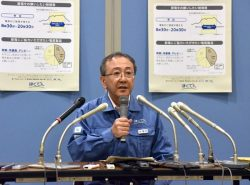 苫東厚真発電所の復旧状況などを説明する藤井副社長(18日、北海道電力本店)