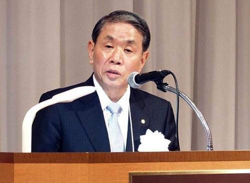 日本電設工業協会は11日、2018年度会員大会を高松市内のホテルで開催した。今年は創立70周年を迎えた節目の大会で、全国の会員や来賓らが出席した。写真は、あいさつする後藤清会長