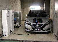地下駐車場でエレベーターに電源を供給するEV