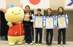 準優勝に輝いたメンバー。左から松岡監督、成本選手、宋選手、庄司選手(ニッタクニュース提供)