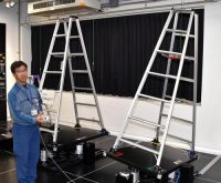 脚立が傾いた状態を模擬する設備