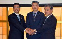 3社連携事業への意欲を示す四国電力の佐伯社長、日本郵便四国支社の篠原支社長、JR四国の半井社長(左から)