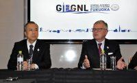 「福岡宣言」について解説するドジェ会長(右)と広瀬副会長