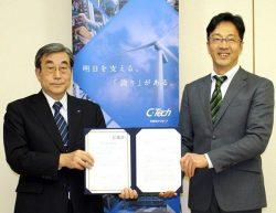 「イクボス企業同盟」加盟の調印式に臨んだ松山社長(左)